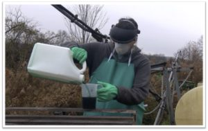 Applicator mixing paraquat in personal protection equipment